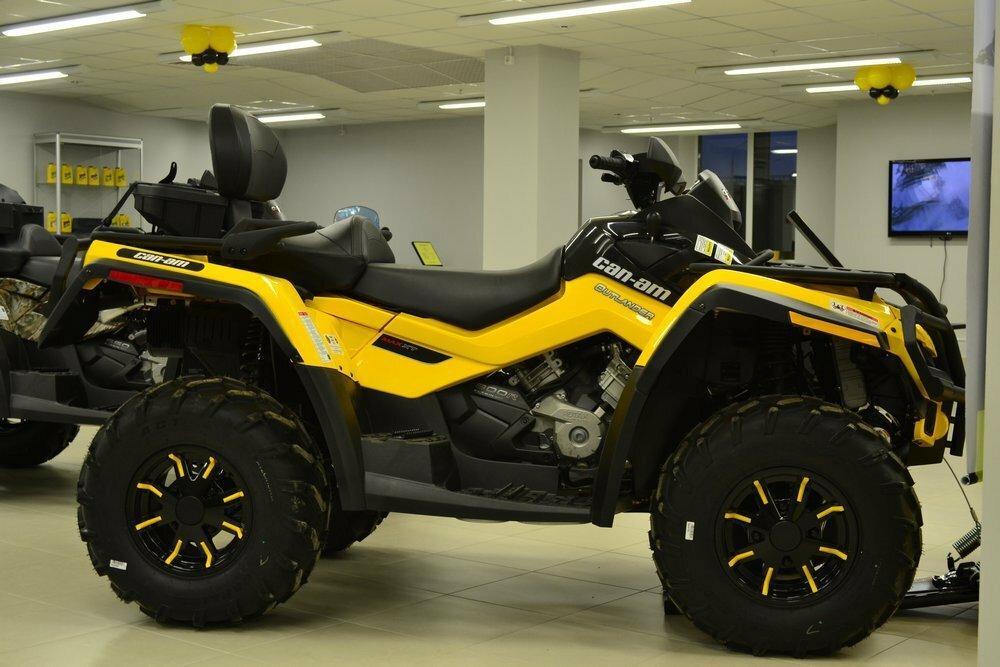 Желтый квадроцикл